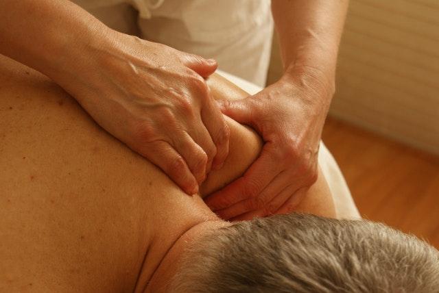 shoulder, massage, wokingham, masseur, deep, tissue, holistic